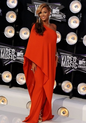 beyonce - MTV's Video música Awards 2011 - Red Carpet - August 28, 2011