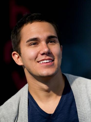 Carlos (H)
