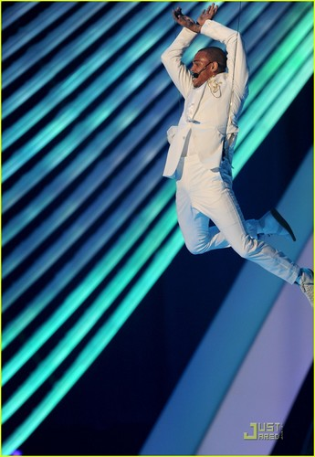 Chris Brown: MTV VMAs 2011 Performance!