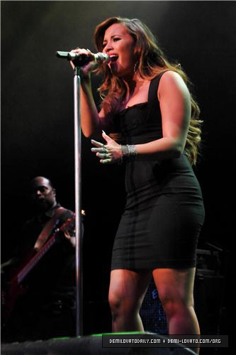 Demi - Perez Hilton's 2011 One Night In Los Angeles コンサート Series - August 27, 2011