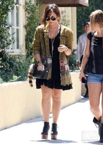 Demi - Runs errands in Sherman Oaks, CA - August 30, 2011
