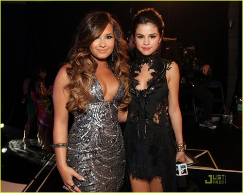 Demi and Selena #VMA2011