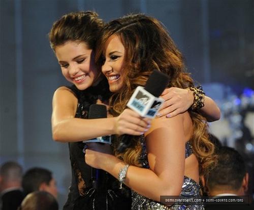 Demi and Selena #VMA2011