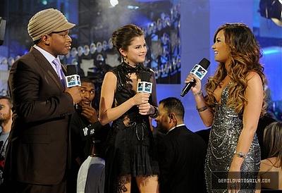 Demi interviewed দ্বারা Selena & Sway #VMA2011