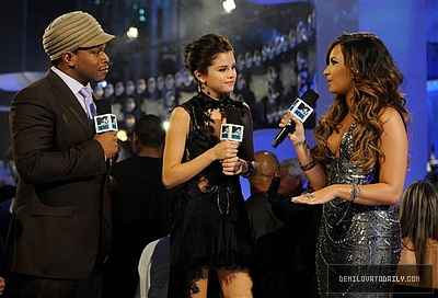 Demi interviewed sejak Selena & Sway #VMA2011