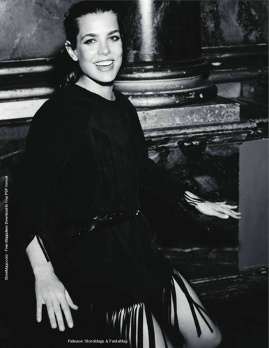 Công chúa món ăn bơm xen, charlotte Casiraghi hình nền possibly with a pianist, a business suit, and a hip boot called French Vogue