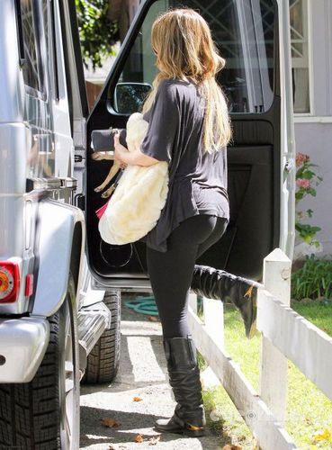 Hilary - Leaves her Yoga Class in Hollywood - August 31, 2011