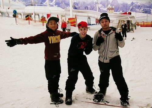 Jaden Smith Hintergrund probably containing a ski resort entitled Jaden Smith, Justin Bieber and Alfredo Flores!