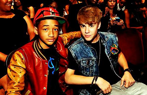 Jaden Smith Hintergrund probably containing a sign entitled Jaden Smith & Justin Bieber :)