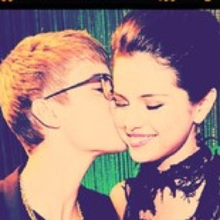 Justin Bieber und Selena Gomez Hintergrund containing a portrait and Anime entitled Jelena at VMAs