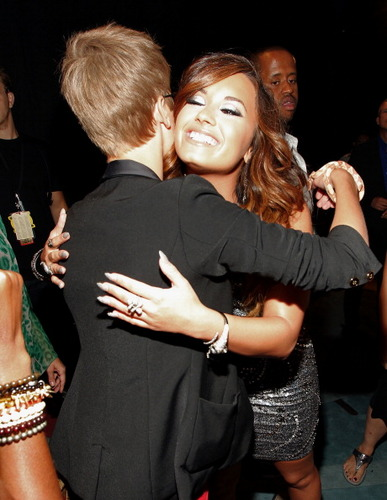 Justin Bieber & Demi Lovato @ The VMAs 2011