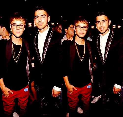 Justin Bieber & Joe Jonas @ The VMAs 2011