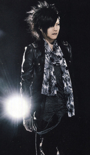 The Gazette achtergrond containing a concert called Kai