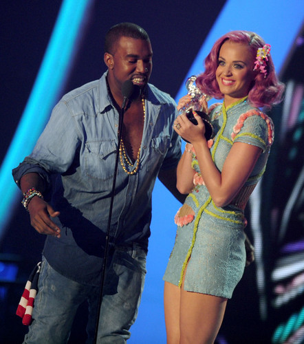 Katy Perry & Kanye West On Stage @ the 2011 MTV VMAs