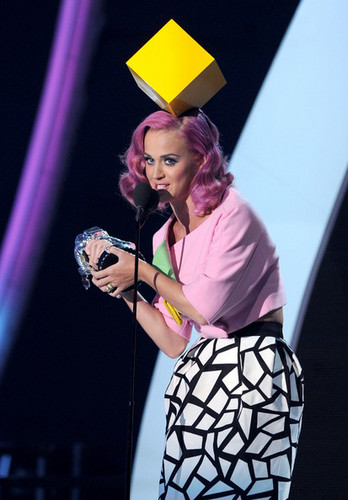 Katy Perry On Stage @ the 2011 MTV VMAs