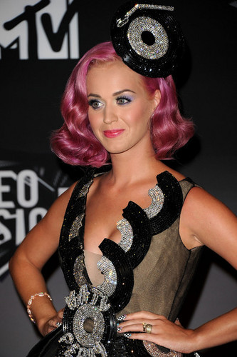 Katy Perry in the 2011 এমটিভি VMA Press Room