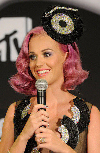 Katy Perry in the 2011 엠티비 VMA Press Room