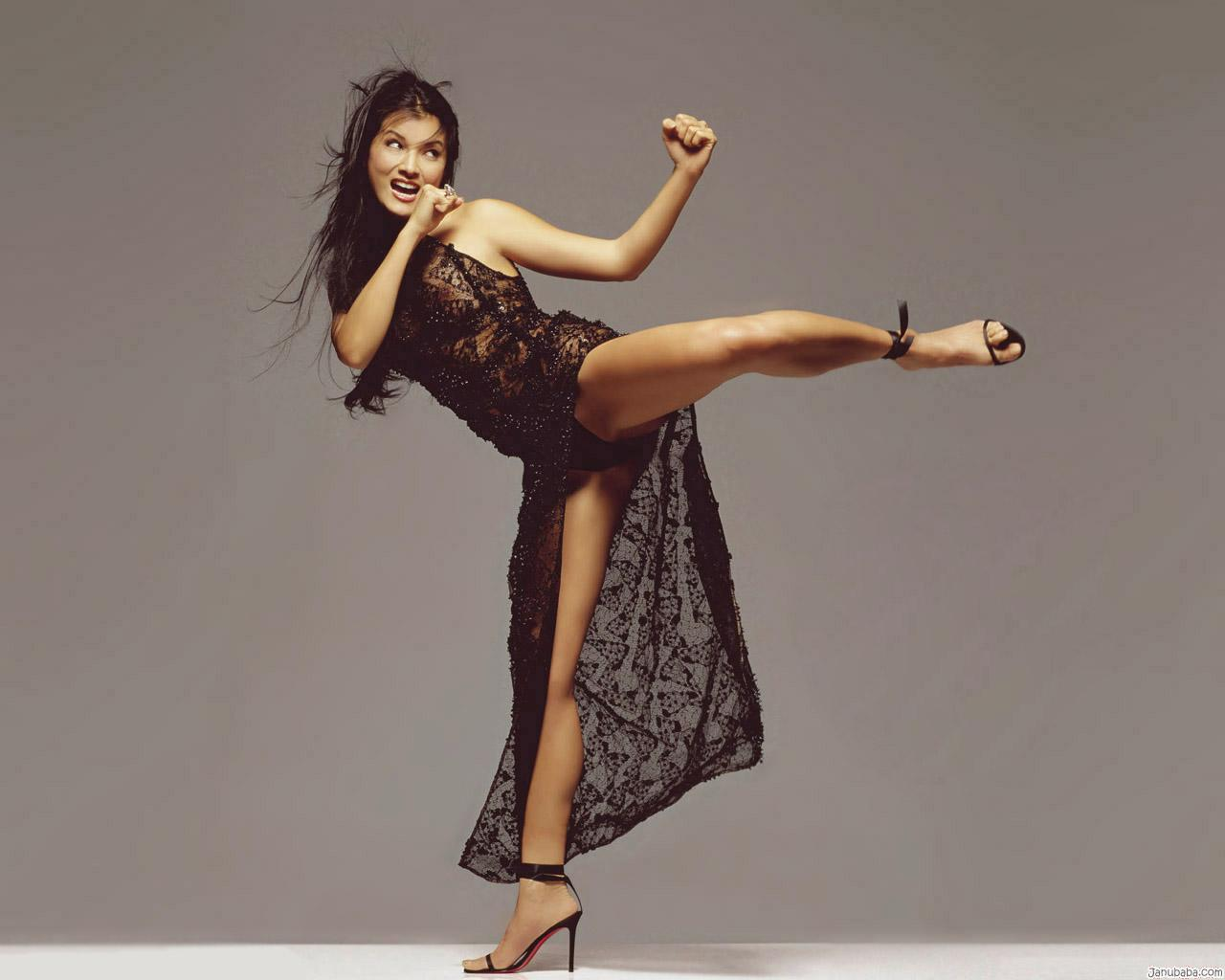 Kelly Hu with a weight of 55 kg and a feet size of 7.5 in favorite outfit & clothing style