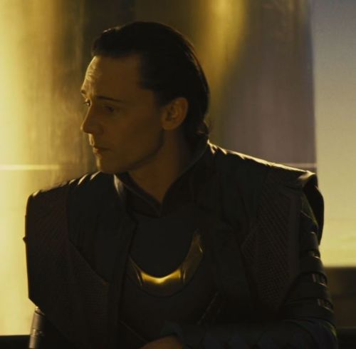 Loki (Thor 2011) achtergrond probably containing a fontein titled Loki