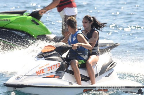 Lourdes Ciccone Leon wallpaper titled Lourdes Leon in a Bikini on the Beach in Nice, France, Aug 28