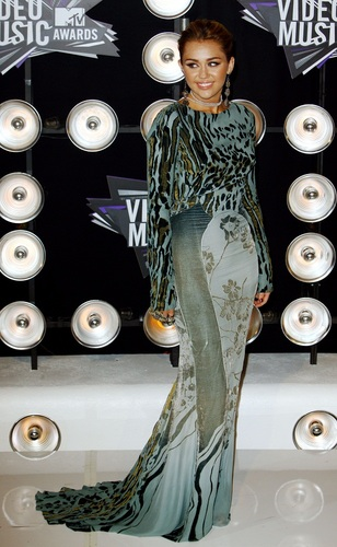 Miley - MTV Video Music Awards - August 28, 2011