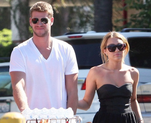 Miley - Shopping with Liam at Trader Joe's in Studio City - August 30, 2011