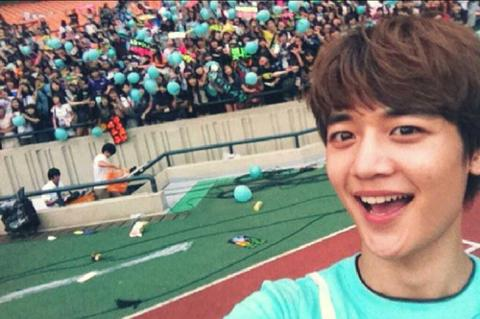 Shinee wallpaper called Minho Selca~