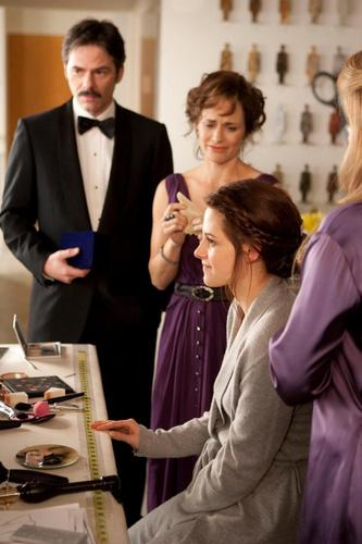 New 'Breaking Dawn' Still Of Bella With Her Emotional Parents On Her Wedding Day!