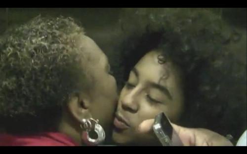 Princeton :) Ciuman KISS... WHO WANT A SMOOCH? :-*