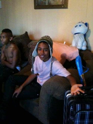 Prod in the background.... SHIRTLESS - prodigy-mindless-behavior Photo