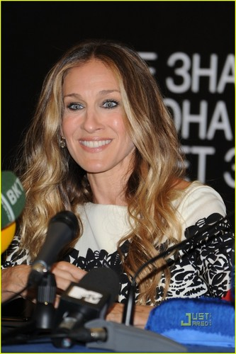 Sarah Jessica Parker: Moscow Press Conference!