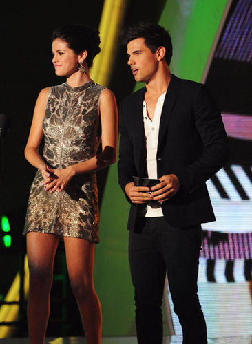 Selena Gomez ~ August 28th- 2011 MTV Video Music Awards