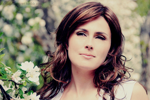 http://images5.fanpop.com/image/photos/24900000/Sharon-within-temptation-24916553-500-333.jpg