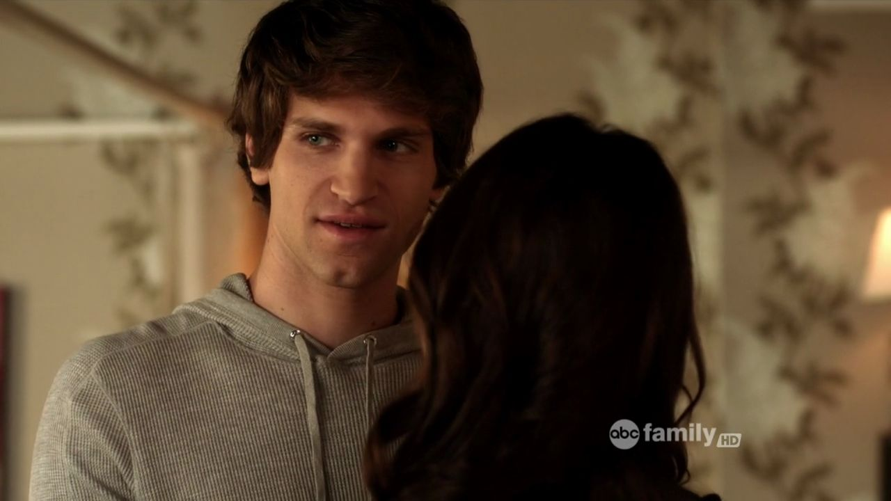 When does spencer start dating toby