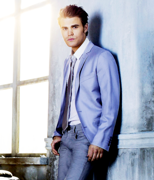 http://images5.fanpop.com/image/photos/24900000/Stefan-Season-3-Photoshoot-the-vampire-diaries-tv-show-24905063-500-584.png