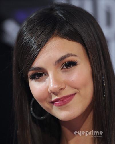 Victoria Justice: 2011 MTV Video Music Awards