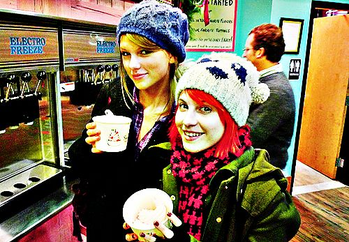 taylor schnell, swift and hayley williams