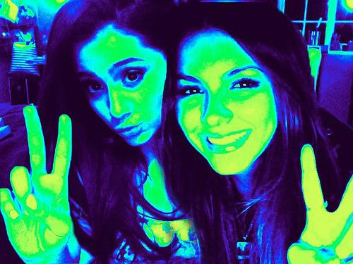 Ariana grande with victoria!