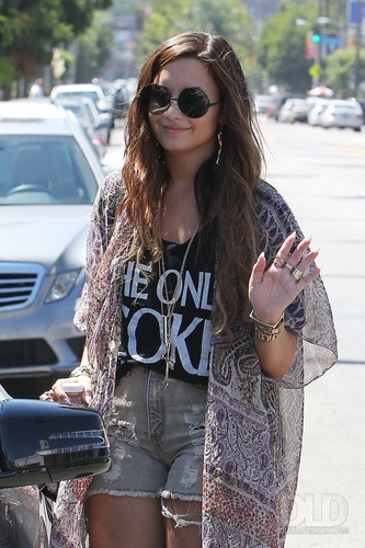 Demi - Shopping in Los Angeles, CA - September 02, 2011
