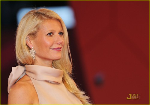 Gwyneth Paltrow Premieres 'Contagion' in Venice