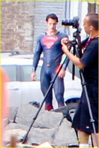 Henry Cavill: 'Man of Steel' Set Photos!