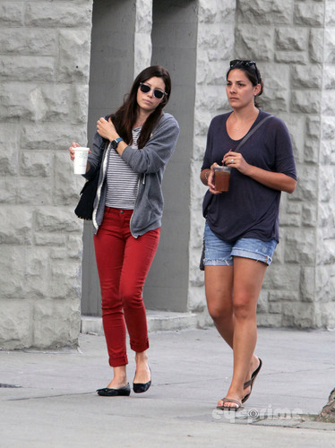 Jessica Biel goes for a Stroll in Toronto, Aug 31