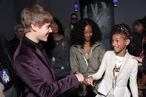 Willow Smith Hintergrund possibly containing a business suit called Justin, Jada & Willow :)