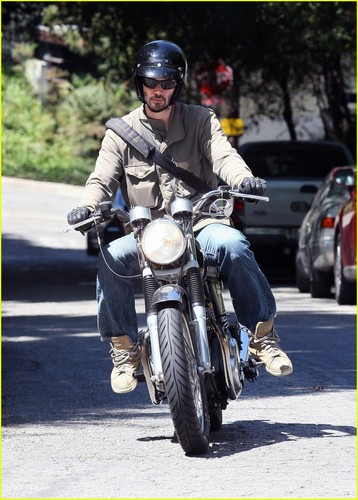 Keanu Reeves: Motorcycle Birthday Boy!