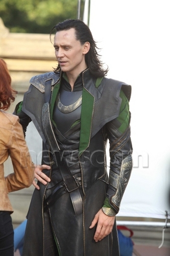Loki (Thor 2011) پیپر وال entitled Loki Avengers Set