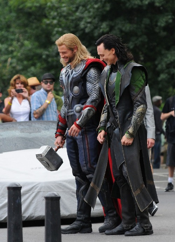 Chris Hemsworth and Tom Hiddleston behind-the-scenes.