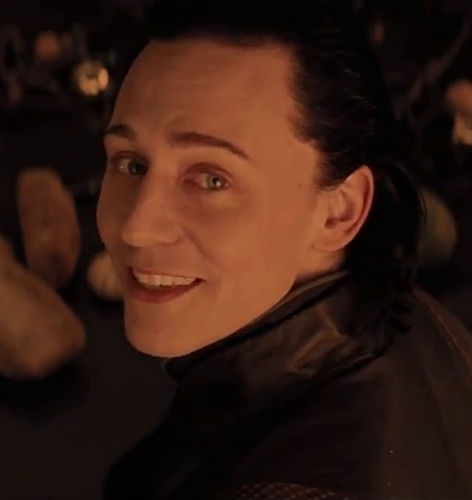 Loki (Thor 2011) Hintergrund with a portrait entitled Loki