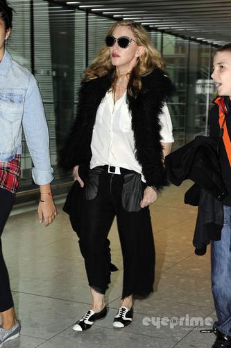 麦当娜 and Family arrive at Heathrow Airport in London, Sept 4