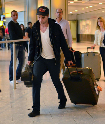 lebih Pic of rob landing at london HQ