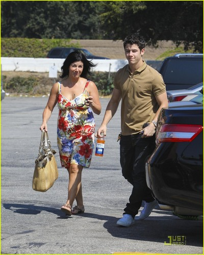 Nick Jonas: Family Fun día (09.02.2011) !!!